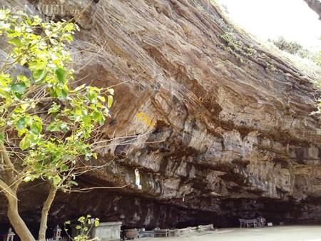 Ngôi chùa ẩn mình trong hang núi lửa ở đảo Lý Sơn - 4
