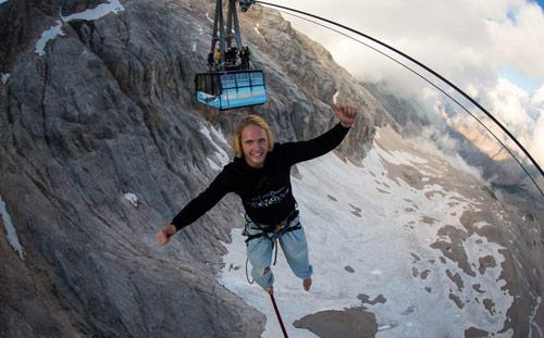 Đùa với tử thần: Đi trên dây cáp treo cao 150m - 2
