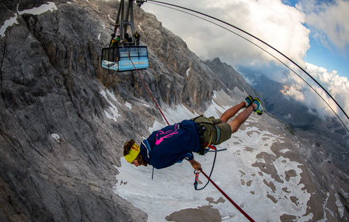 Đùa với tử thần: Đi trên dây cáp treo cao 150m - 3