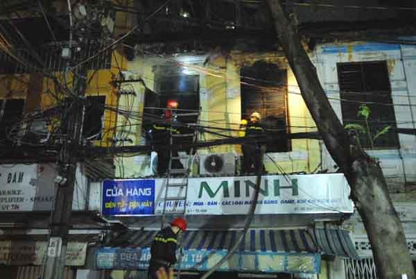 Cháy cửa hàng điện máy giữa Sài Gòn, bé 2 tuổi thiệt mạng - 1