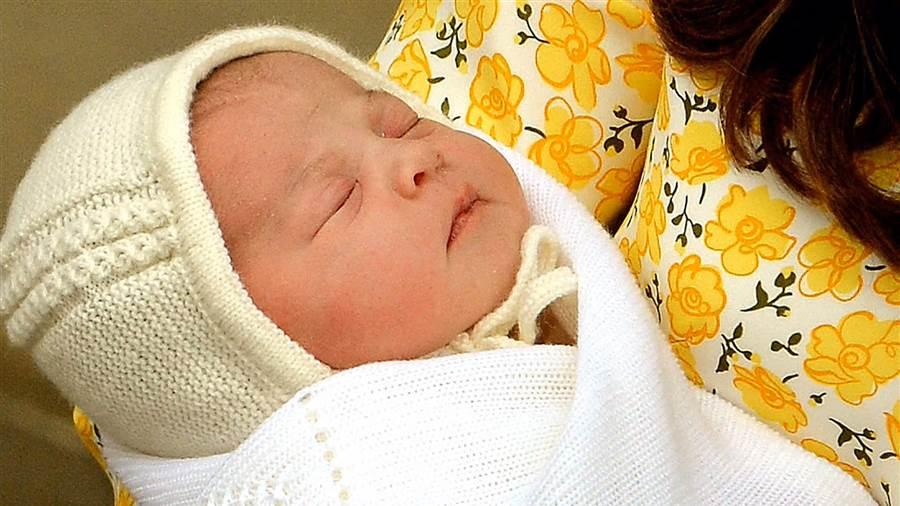 Tiểu công chúa Anh chính thức được đặt tên - 1