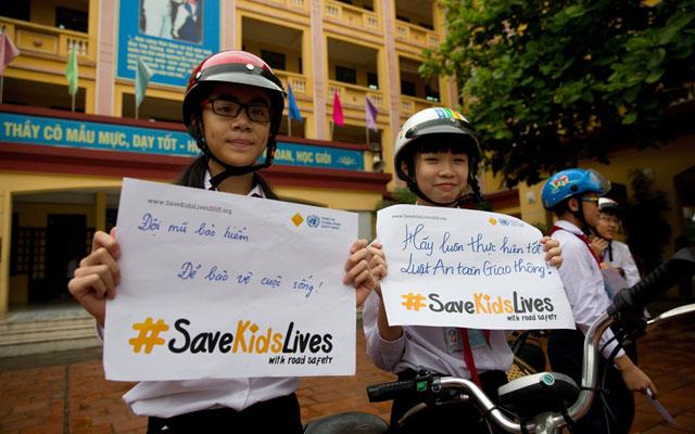 Mỗi năm gần 2.000 trẻ em tử vong vì tai nạn giao thông - 1