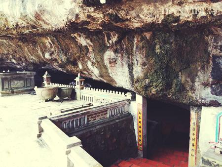Ngôi chùa ẩn mình trong hang núi lửa ở đảo Lý Sơn - 3