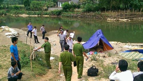 Bị đánh hội đồng, nam thanh niên rơi xuống sông tử vong - 1