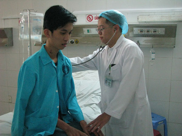 Đà Nẵng: Cứu sống bệnh nhân bị viêm phổi nặng do cúm AH3 - 1