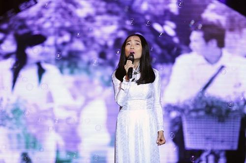 Đoan Trang diện áo dài trắng hát về tuổi học trò - 1