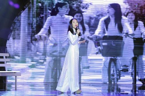 Đoan Trang diện áo dài trắng hát về tuổi học trò - 3