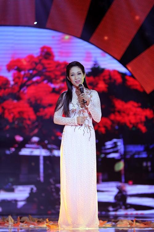 Đoan Trang diện áo dài trắng hát về tuổi học trò - 4