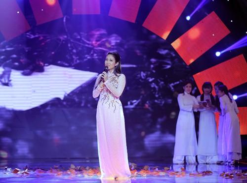 Đoan Trang diện áo dài trắng hát về tuổi học trò - 5