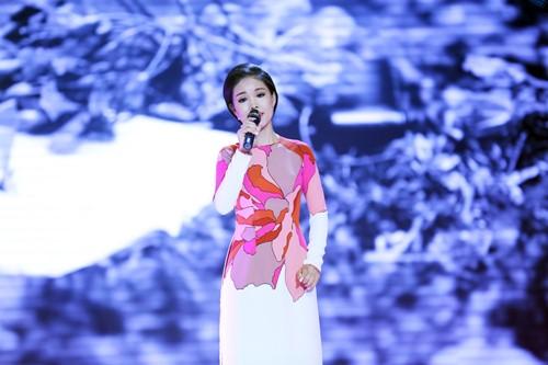 Đoan Trang diện áo dài trắng hát về tuổi học trò - 8