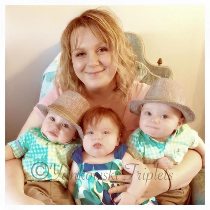 Bức ảnh bà mẹ cho 3 con bú gây sốt cộng đồng mạng - 2