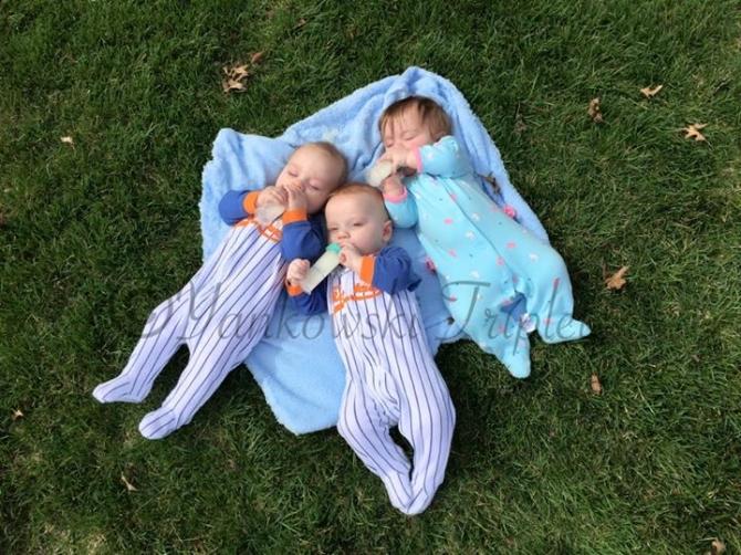 Bức ảnh bà mẹ cho 3 con bú gây sốt cộng đồng mạng - 3