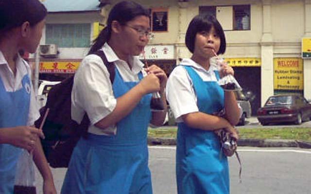 Các băng đảng Malaysia ra sức chiêu mộ nữ sinh - 1