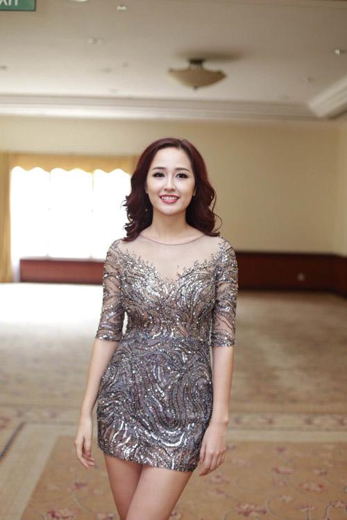 Mai Phương Thúy mặc váy ngắn đọ sắc với Thùy Lâm - 1