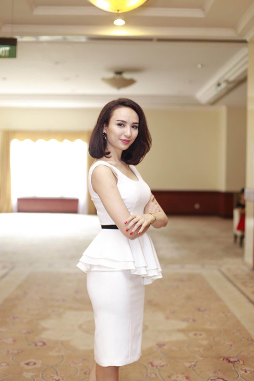 Mai Phương Thúy mặc váy ngắn đọ sắc với Thùy Lâm - 6