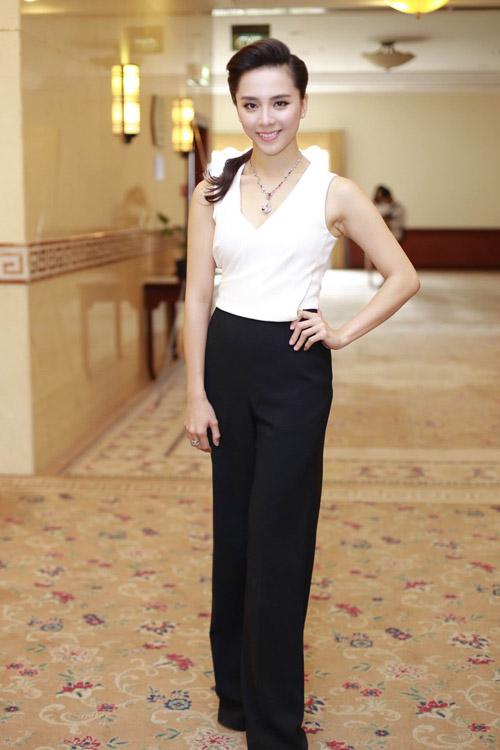 Mai Phương Thúy mặc váy ngắn đọ sắc với Thùy Lâm - 5