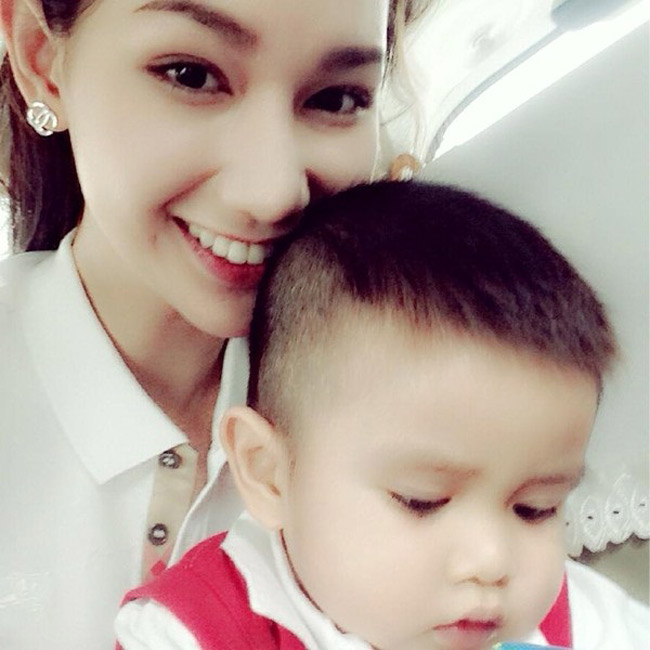 Quỳnh Chi là một diễn viên kiêm MC xinh đẹp trên sóng truyền hình Việt Nam. Sau khi kết hôn với đại gia thủy sản Văn Chương năm 2012, Quỳnh Chi có một cậu con trai Lucas. Hiện tại, cô đã đệ đơn ly hôn đơn phương vì cuộc sống gia đình bất hòa. Quỳnh Chi cũng chia sẻ trên báo chí về nỗi buồn phải xa con.