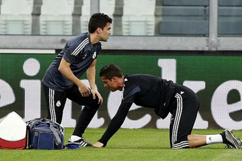 Nóng: Ronaldo chấn thương lưng, Real lo sốt vó - 1