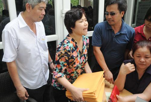 Mướt mồ hôi mua hồ sơ cho con vào lớp 6 ở Hà Nội - 6
