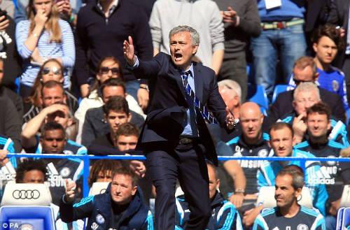 """Lập """"đại công"""", Mourinho được Chelsea tưởng thưởng - 1"""