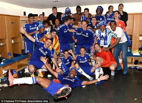 """Lập """"đại công"""", Mourinho được Chelsea tưởng thưởng - 2"""
