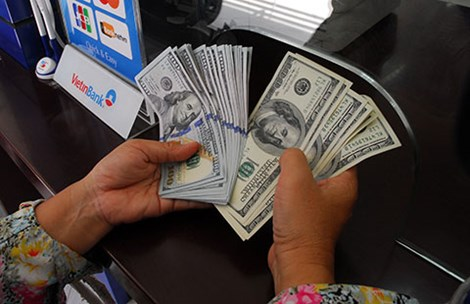Giữ USD không lợi bằng VND - 1