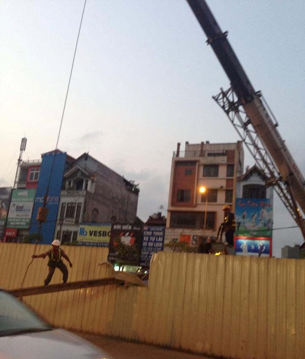 Sắt tuột cáp cẩu rơi ở đường sắt Nhổn - Ga Hà Nội - 3