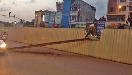 Sắt tuột cáp cẩu rơi ở đường sắt Nhổn - Ga Hà Nội - 1