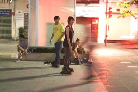 0 giờ sáng, phố đi bộ Nguyễn Huệ có gì? - 1