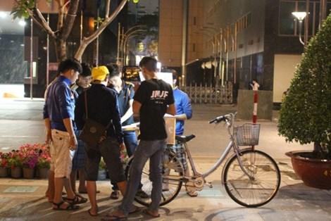 0 giờ sáng, phố đi bộ Nguyễn Huệ có gì? - 5