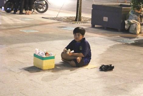 0 giờ sáng, phố đi bộ Nguyễn Huệ có gì? - 4