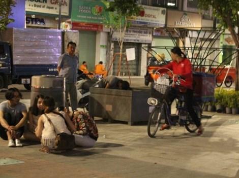 0 giờ sáng, phố đi bộ Nguyễn Huệ có gì? - 3