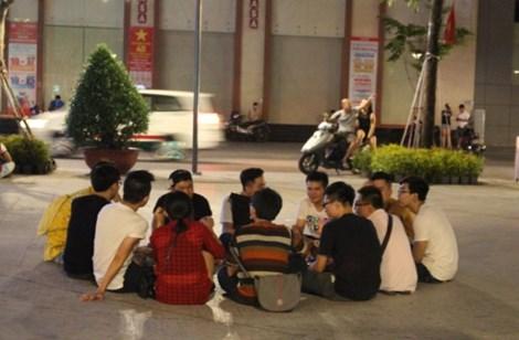 0 giờ sáng, phố đi bộ Nguyễn Huệ có gì? - 9