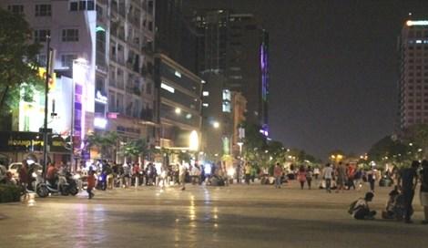 0 giờ sáng, phố đi bộ Nguyễn Huệ có gì? - 7