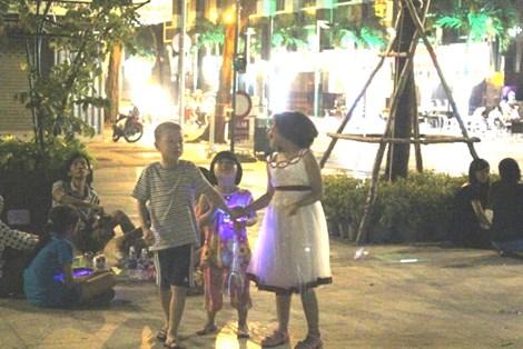 0 giờ sáng, phố đi bộ Nguyễn Huệ có gì? - 11