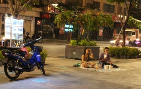 0 giờ sáng, phố đi bộ Nguyễn Huệ có gì? - 6