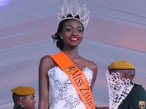 """Hoa hậu Zimbabwe lao đao vì bị lộ ảnh """"hư hỏng"""""""