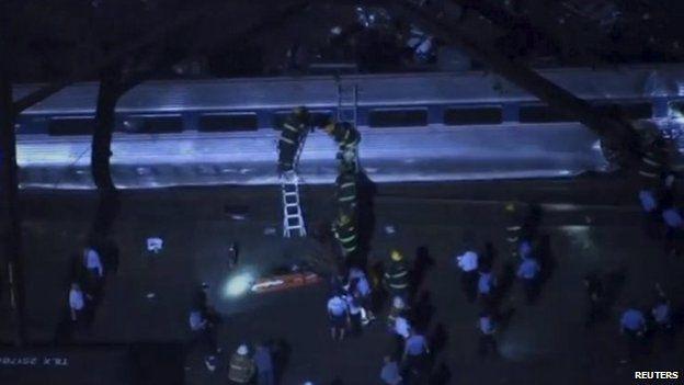 Mỹ: Tàu hỏa trật đường ray, 55 người thương vong - 2