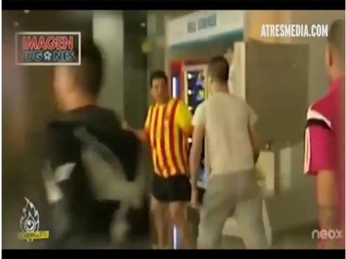 """Fan Barca bị Madridista """"bắt nạt"""" trên đường về nhà - 1"""