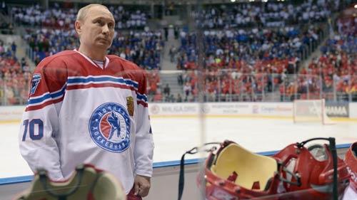 Vác gậy lên sân băng, Tổng thống Putin ghi 8 bàn - 1