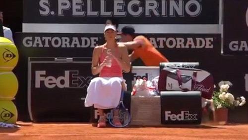 """Tennis 24/7: Cậu bé gặp nạn """"vì"""" Sharapova - 1"""