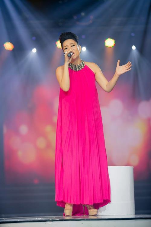 """Những """"bà bầu"""" tham công tiếc việc của showbiz Việt - 3"""