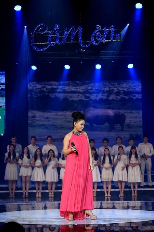 """Những """"bà bầu"""" tham công tiếc việc của showbiz Việt - 1"""