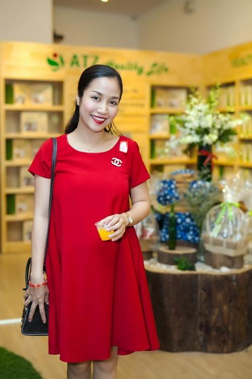 """Những """"bà bầu"""" tham công tiếc việc của showbiz Việt - 7"""