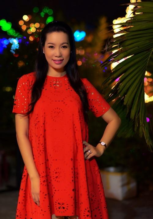 """Những """"bà bầu"""" tham công tiếc việc của showbiz Việt - 10"""