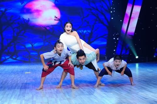 """Những """"bà bầu"""" tham công tiếc việc của showbiz Việt - 9"""