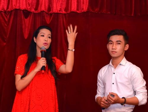 """Những """"bà bầu"""" tham công tiếc việc của showbiz Việt - 12"""
