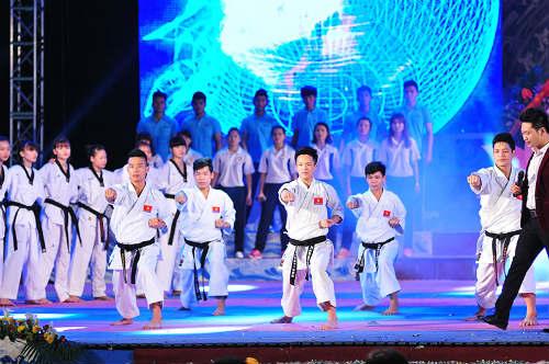 Tưng bừng lễ xuất quân đoàn TTVN tham dự SEA Games 28 - 14