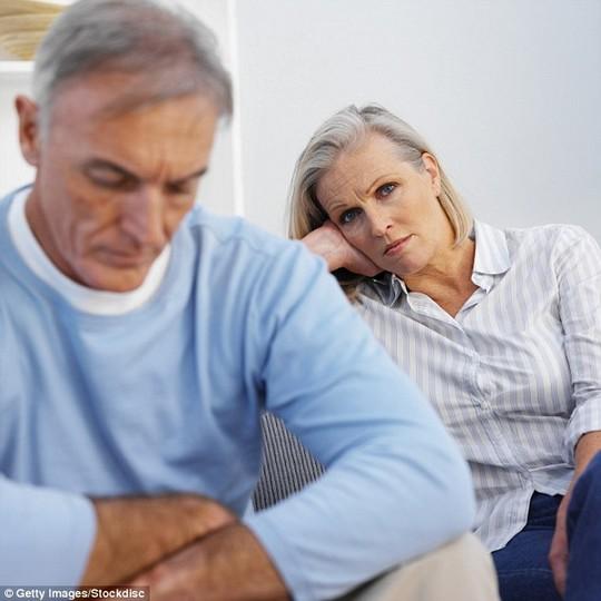 Đau đớn 30 năm vì dị ứng tinh dịch chồng - 1