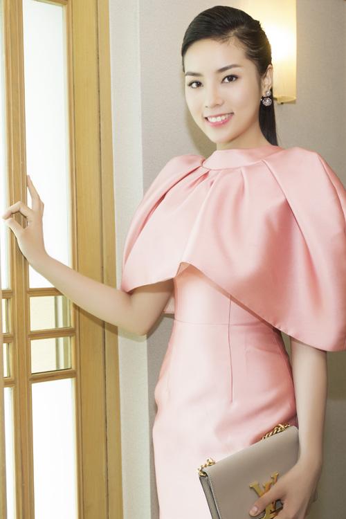"""Hoa hậu Kỳ Duyên """"kín trước, hở sau"""" với đầm hồng - 5"""
